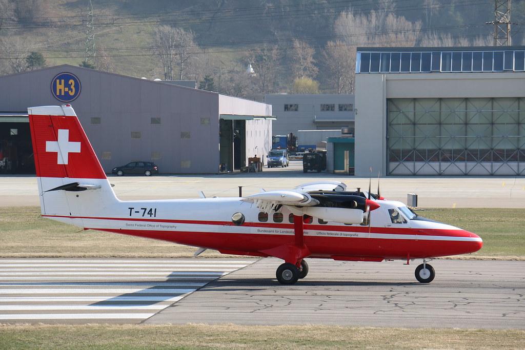 Aéroport - base aérienne de Sion (Suisse) 25200903524_408dc036c9_b