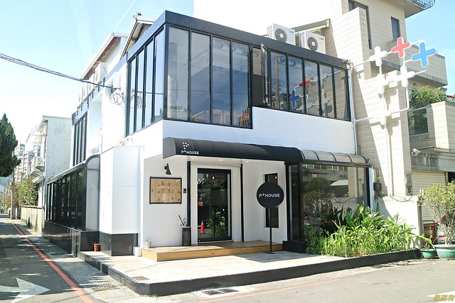 P House p + house ~精明商圈餐廳,假日提供早午餐【台中.西區】 @ 肥肥狗的