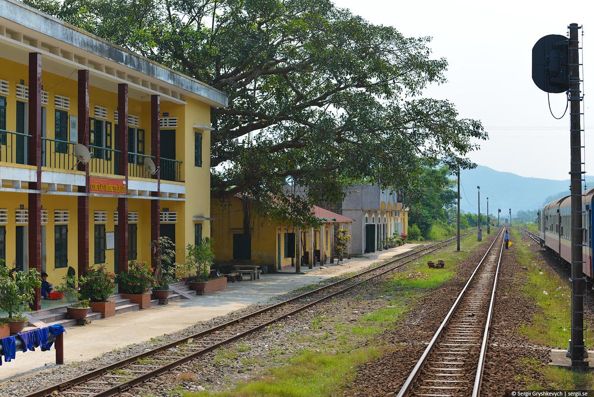 vietnam_reunification_express_train-34