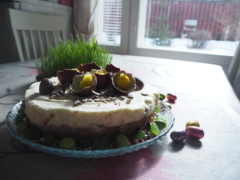 kinderjuustokakku10,kinderjuustokakku14, kinder kakku, kinder cake, kinderjuustokakku, kinder cheese cake, recipe, resepti, miten tehdä, koristeet, tiput, chicks, decoration, baking the cake, dessert, jälkiruoka, ruoka, food, easter, pääsiäinen, ohje, kinder, suklaa, valkosuklaa, maitosuklaa, white chocolate, milk chocolate, cake, kakku, kakkauohje, cake recipe,