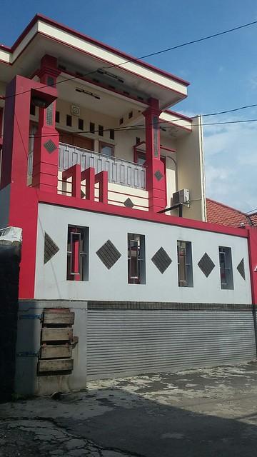 Dijual Rumah Mewah di Jatiwaringin dengan konsep penerangan terbaik saat siang dan malam (1)