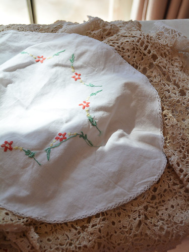Bunting_Vintage_Doilies (5)