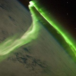 Aurora boreale fotografata dagli astronauti a bordo della stazione spaziale internazionale! Che colori e figure magnifiche! Credit:NASA  Aurora Borealis photographed by astronauts aboard the International Space Station! What colors and beautiful figures!