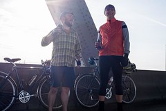 Today I finally met and shared a beer on the I-5 express lanes with @davidcha64, fellow @oceanaircycles Rambler rider (blue too!). Cool dude with a similarly cool bike. Bringing like minds together, Rob! #oceanaircycles
