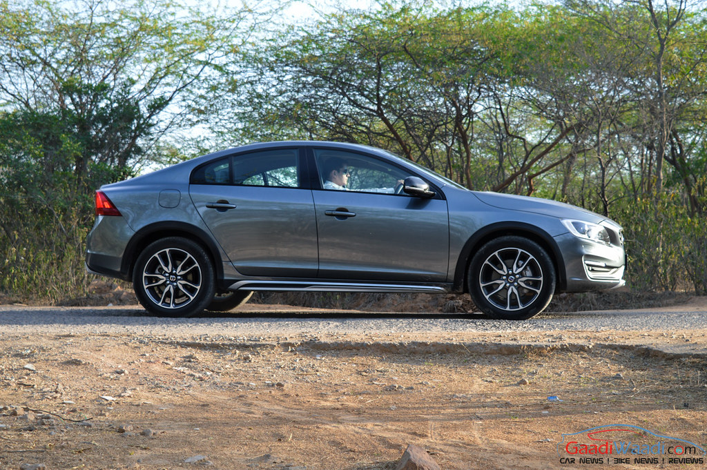 Volvo S60 Cross Country side view-4