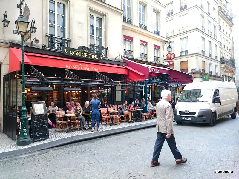 Restaurant and patio in Paris