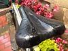 Cosas crueles en la vida: que a la bici le toque soportar los aguaceros a la intemperie