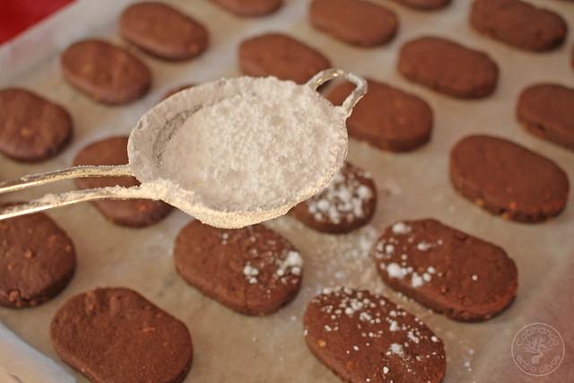 Polvorones de chocolate y almendra www.cocinandoentreolivos.com (13)