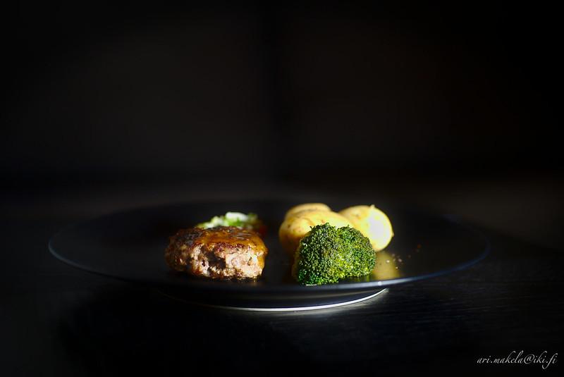 Biftec haché à la lyonnaise
