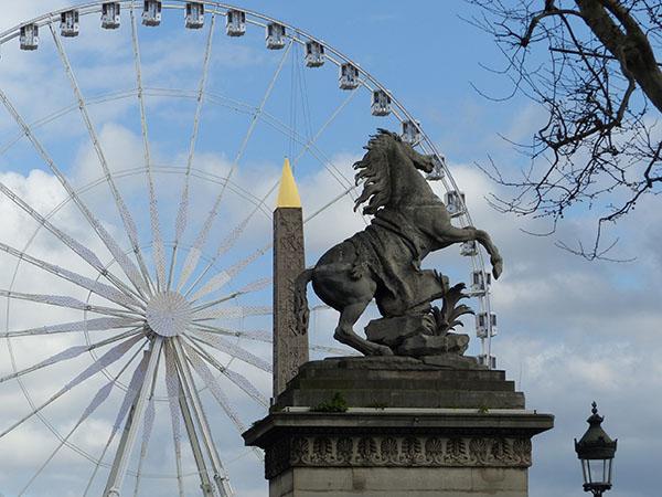 cheval, obélisque et roue