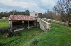 Mouzeuil-Saint-Martin - Lavoir de Garreau et vieux pont romain sur la Corde