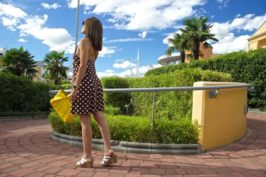 lara-vazquez-madlula-style-fashionblog-streetstyle-look-ootd-dots-dress