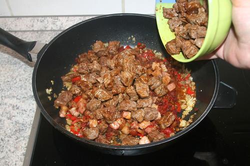36 - Angebratenes Fleisch wieder dazu geben / Add fried meat