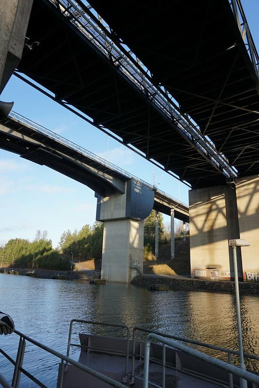 Södertäljebron underifrån