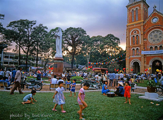 Saigon 1990 - Christmas - Photo by Doi Kuro