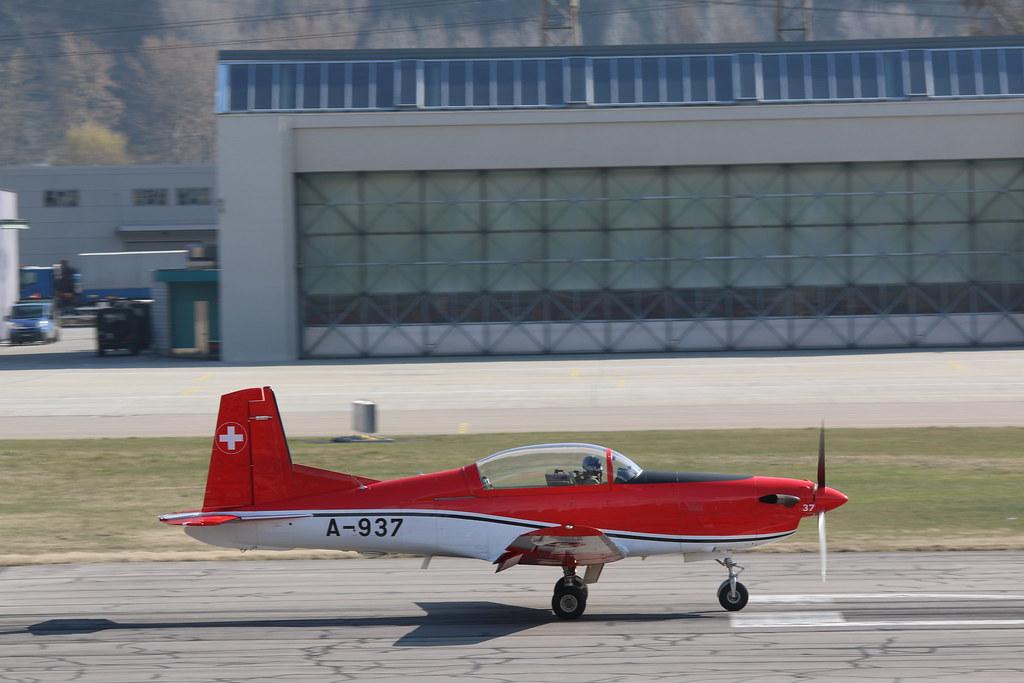 Aéroport - base aérienne de Sion (Suisse) 25200950544_8311ef885e_b