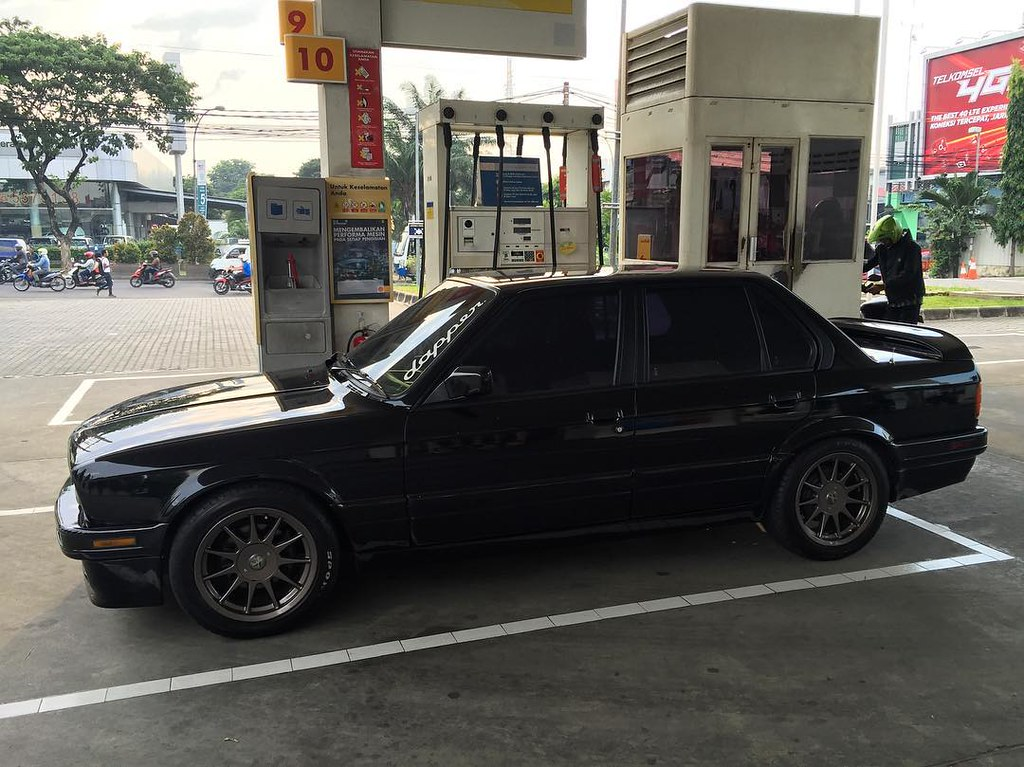Black On Black Bmw E30 With M40 Engine Hartge Rims An Flickr