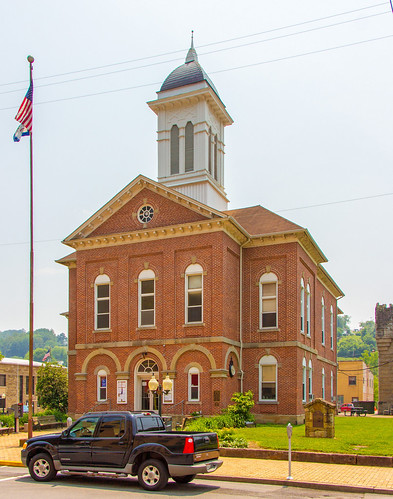 town downtown westvirginia courthouse sutton countycourthouse braxtoncounty constructed1882