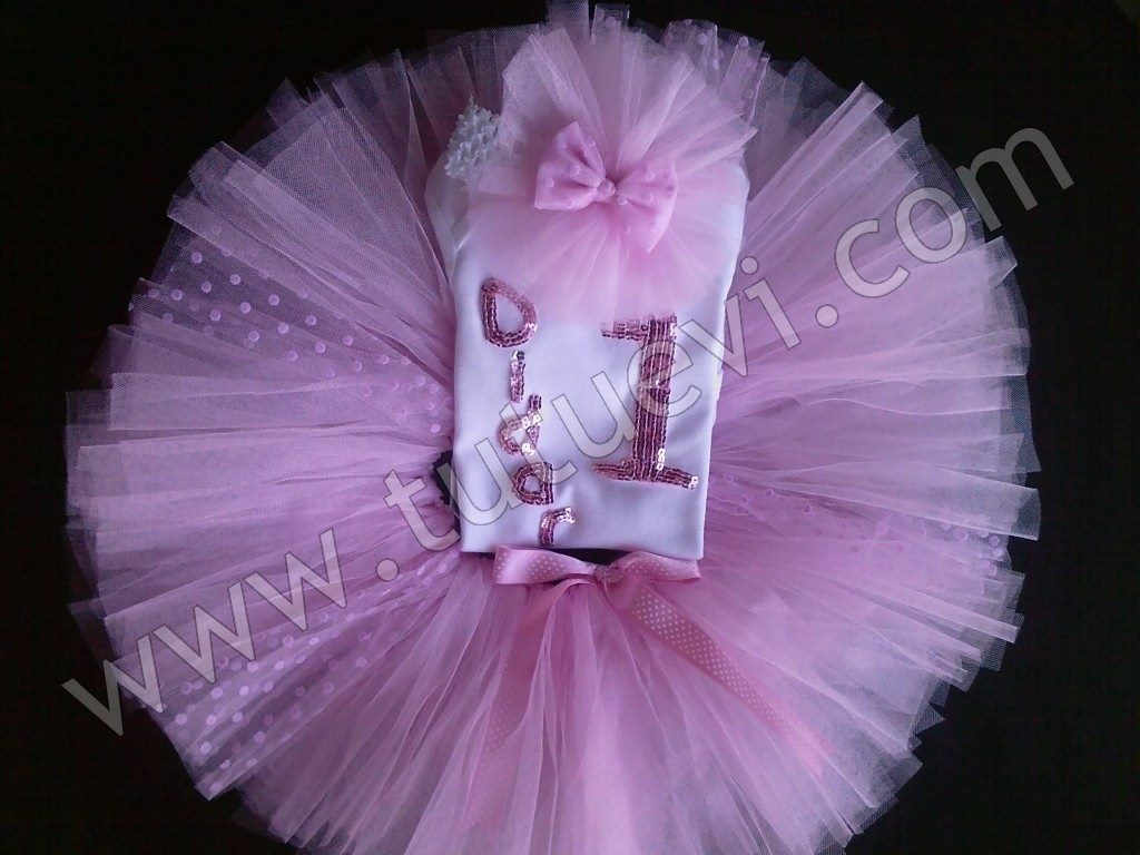 Nurcan Hanımın Prenses kızı için hazırlattığı body, tütü etek ve saç bandından oluşan tütü takımı hazır, mutlu günlerde giymesini diliyoruz.