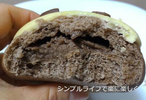 木村屋パン、おさるのチョコバナナ・中身
