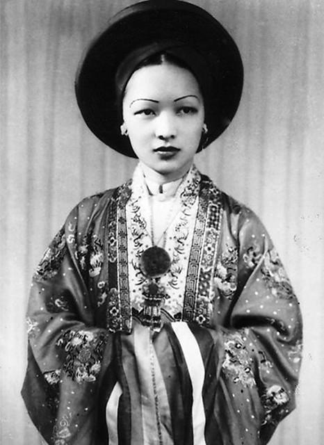 Cô dâu Trần Lệ Xuân 19 tuổi, năm 1943 tại Hà Nội