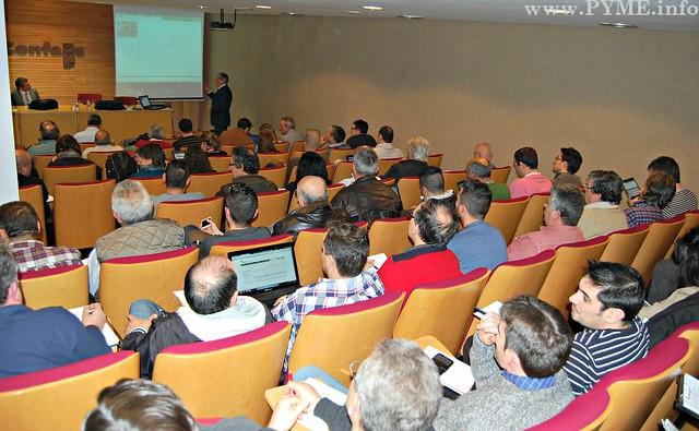 Empresarios asistentes al curso sobre Tramitación para la gestión de expedientes de acometida para instaladores organizado por AESLUX, con la colaboración de Iberdrola.