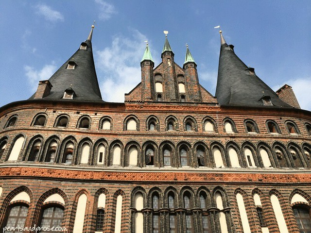 lubeck_holstentor_front_web