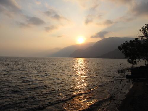 Lac Atitlán: coucher de soleil