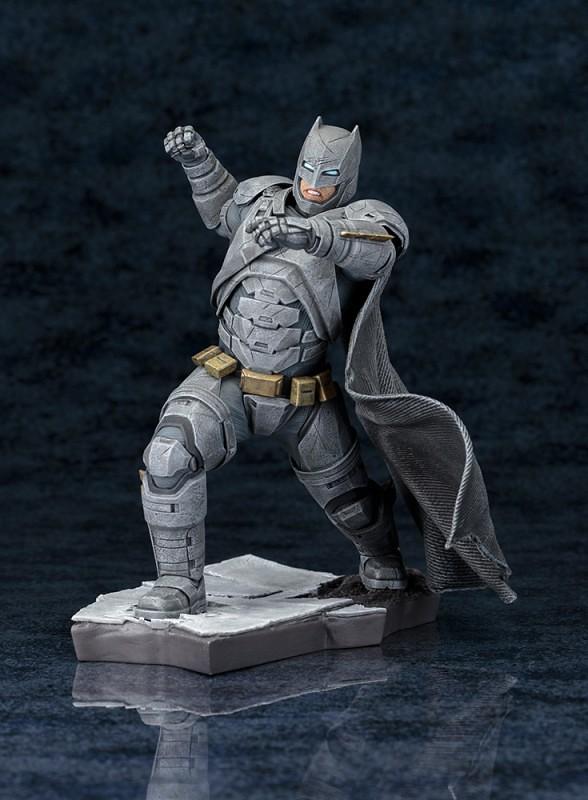 告訴我,你會流血嗎?!ARTFX+ 《蝙蝠俠對超人:正義曙光》蝙蝠俠雕像