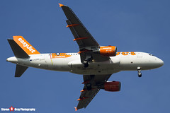 G-EZBG - 2946 - Easyjet - Airbus A319-111 - Luton, Bedfordshire - 2016 - Steven Gray - IMG_4888