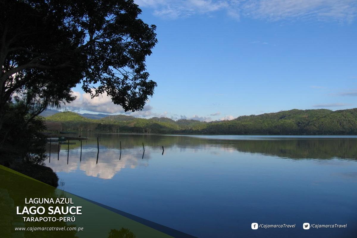 Es una extensa laguna de color verde azulado que está rodeada de pastizales, zonas de cultivo y albergues turísticos.