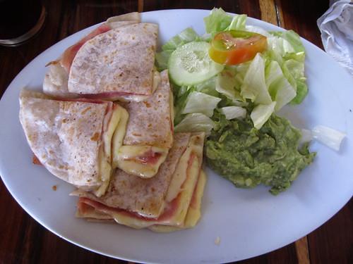 """Merida: quesadillas (plus précisement """"syncronizadas"""" car, en plus du fromage, il y a du jambon et du guacamole)"""