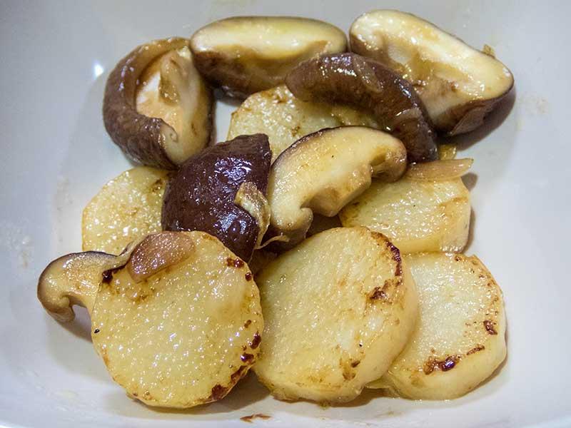 長芋と椎茸の炒めもの