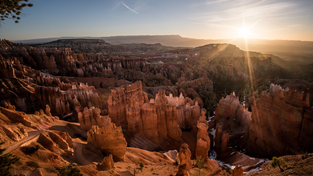 Sunrise in Sunset point, Bryce Canyon, United States picture