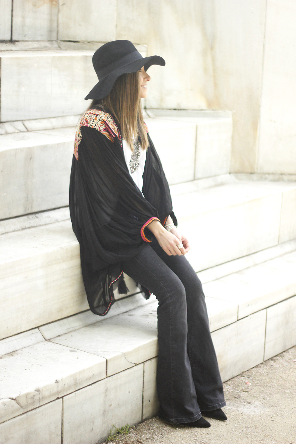 embroidered kimono flared jeans Hat Heels outfit style04