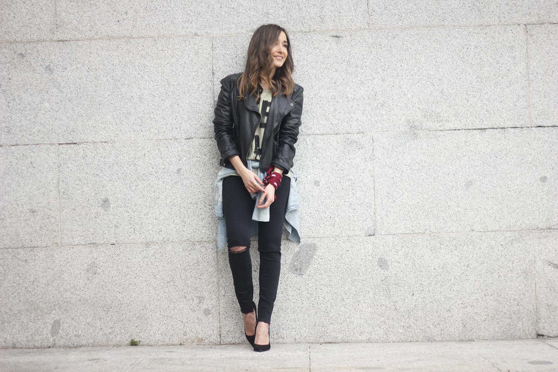 biker jacket black ripped jeans deartee tshirt heels outfit07