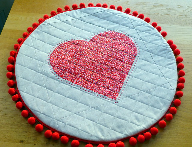 DP Heart Cushion in Feb16 Quilt Now