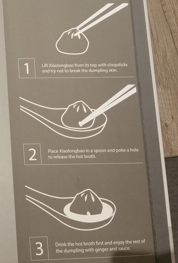 how to eat XLB