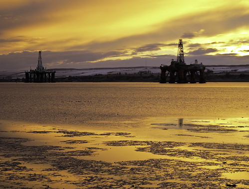 sunrise scotland oilrig moray invergordon cromartyfirth