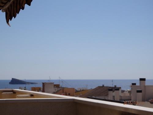 Maravillosas vistas al mar y a toda la montaña. Muy soleado y muy privado. Solicite más información a su inmobiliaria de confianza en Benidorm  www.inmobiliariabenidorm.com