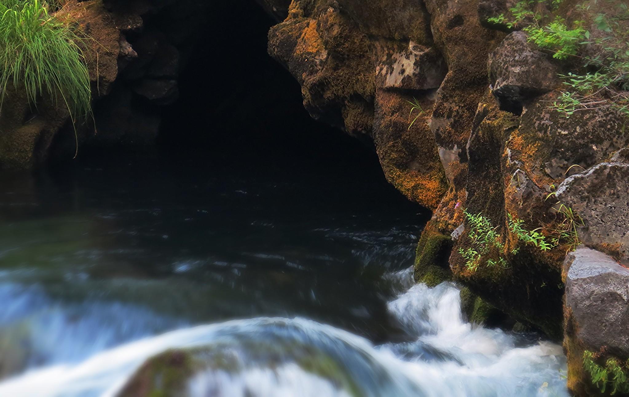 Rogue River Natural Bridge, Oregon