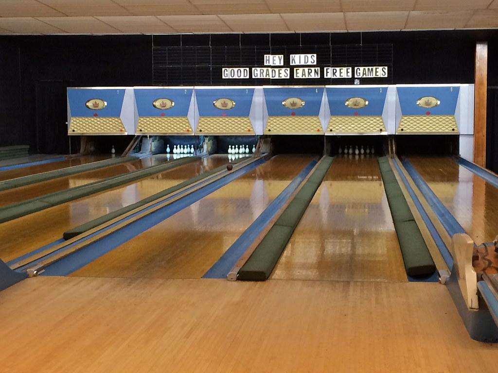 Duckpin Bowling Gilly's Gettysburg PA, Pennsylvania, Retro Roadmap,