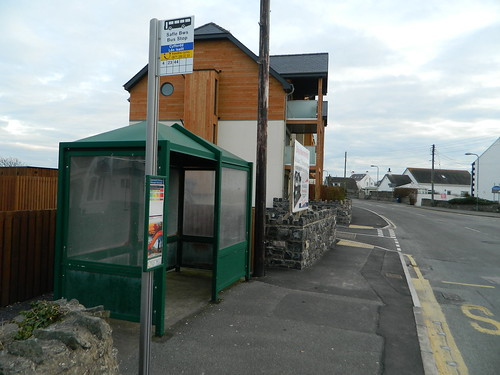 Lunction Lon St Ffraid - Lon Isallt Llangefni bound