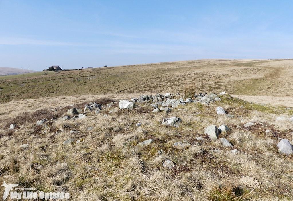 P1000507 - Cairn, Mynydd Carnllechart
