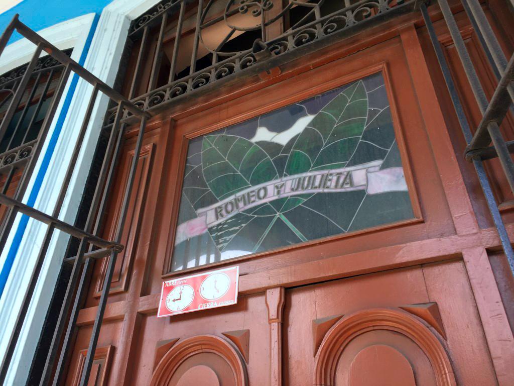 visita a la fábrica de puros de La Habana: Fabrica de Puros de La Habana en Cuba fábrica de puros de la habana - 26263396141 39180b68cf o - Visita a la fábrica de puros de La Habana en Cuba