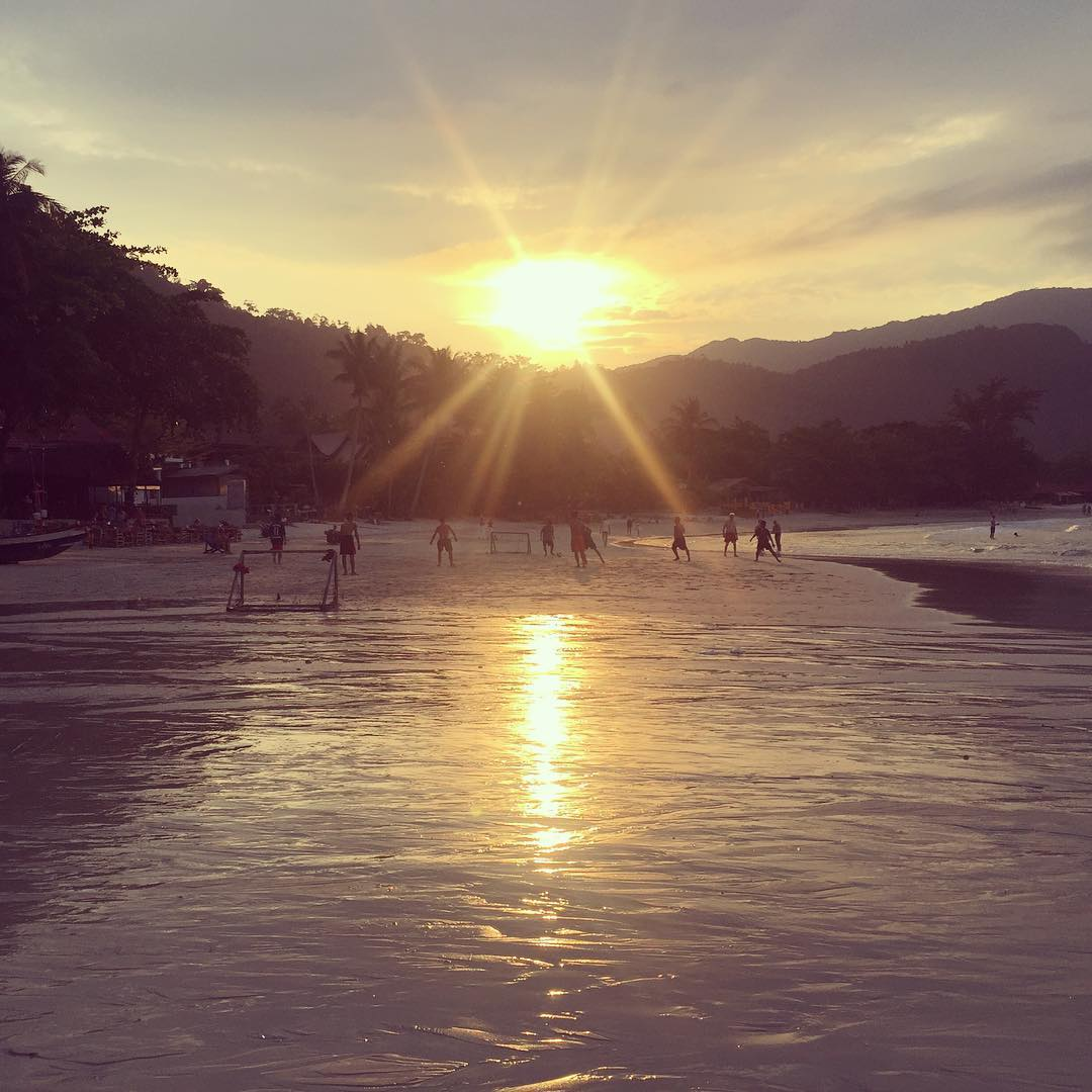 Local guys playing football on the beach at sunset. #thailand #kohphangan #thongnaipanyai #beach #football #sunset #amazingthailand #discoverthainess #holiday #matkalla #loma #matkablogi #matkabloggaajat #travelblog #travelbloggers #instatravel #travelpho