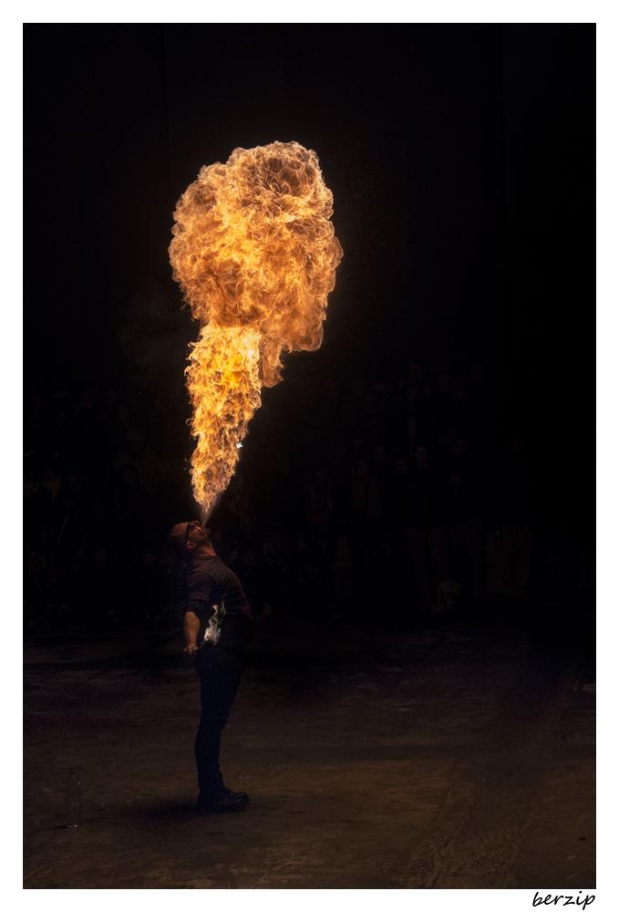 jongleurs et cracheurs de feu 24537180081_046ab5a77a_o