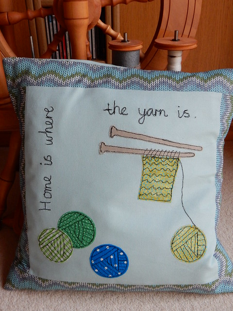 free motion stitched cushion home is where the yarn is (12)