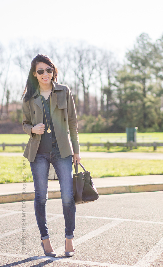 green swing trench, navy flowy tunic, skinny jeans, gold pendant necklace, gray suede pumps