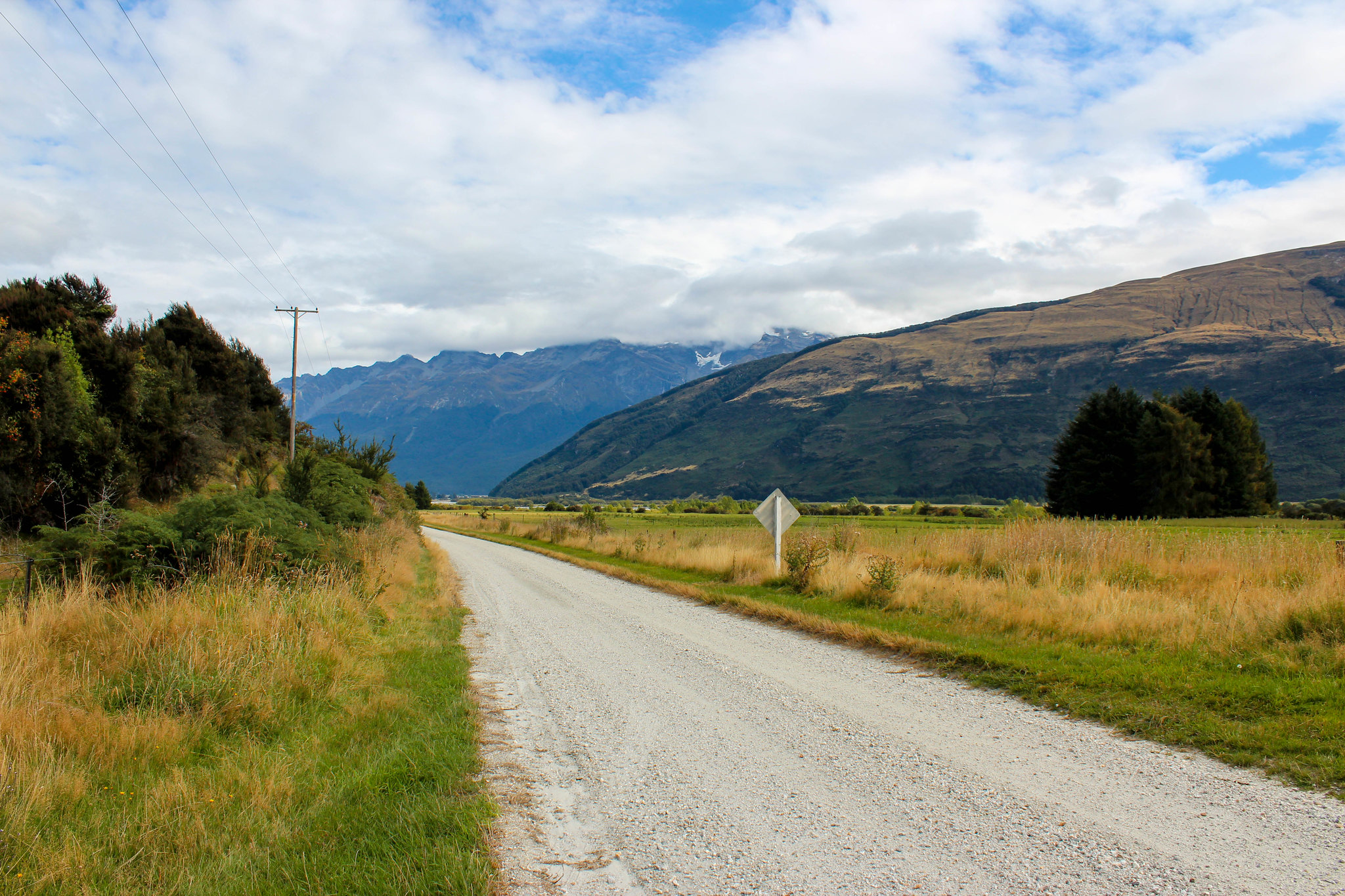 Drive along Glenorchy-Queenstown Rd